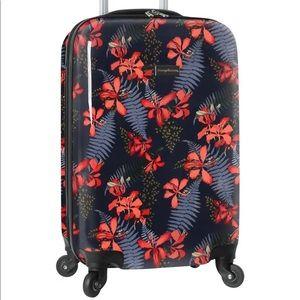 "Tommy Bahama 20"" Travel Spinner"